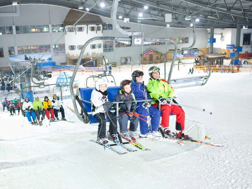 Skiing all year round at Skihalle Neuss near carathotel Düsseldorf
