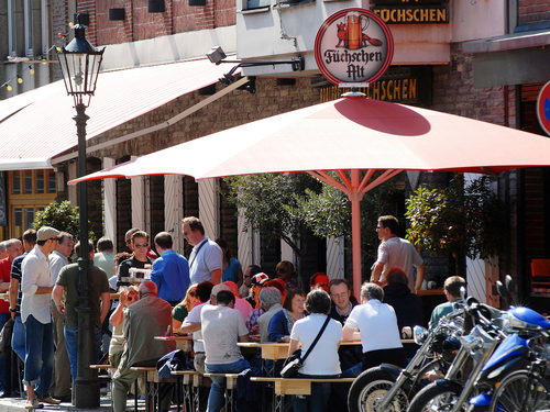 Düsseldorf Old Town: the longest bar in the world