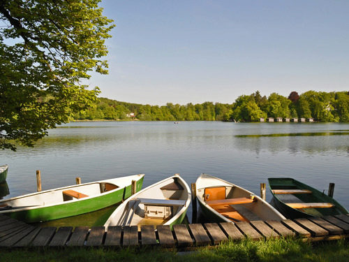 Getaway from the carathotel München: Starnberger See with boats